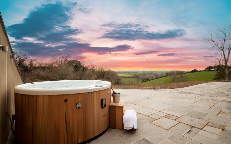 luxury hot tub breaks